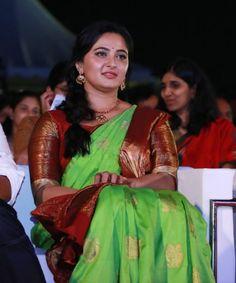 Anushka Shetty At Bahubali 2 Tamil Audio Launch Stills Beautiful Saree, Beautiful Indian Actress, Anushka Shetty Saree, Half Saree Function, Anushka Photos, Anushka Images, Actress Anushka, Bollywood Actress, Malayalam Actress