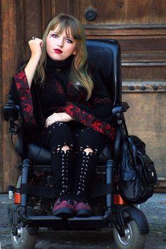 www.vamppiv.blogspot.com  #goth #gothic #nugoth #nugothstyle #gothstyle #fashionblog #fashionblogger #alternative #alternativeoutfit #vampire #vamp #vampiregirl  #colorfulhair