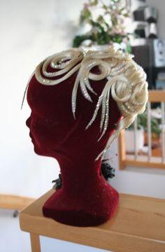 Ines Lang Design Peinado Updo, Updos, Fashion Dolls, Crown, Statue, Blog, Hair Styles, Inspiration, Jewelry