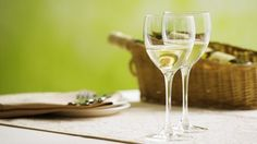 Ha llegado a un supermercado o a una tienda especializada en vinos y ha visto las etiquetas de los vinos de mesa. ¿Qué significa?,
