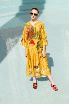 See the complete Alena Akhmadullina Resort 2018 collection.