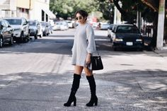 The Talking Lipstick » Oversized sweaters are the best kind of sweaters. Winter outfit 2017 inspo. Grey oversized sweater from romwe.com, high black boots & sunnies from ray-ban. Street styling. Outfit de invierno 2017. Inspiración 2017. Moda 2017. Suéter gris de romwe.com , botas altas negras de invierno y lentes rayban.