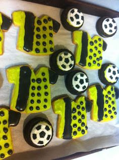 Soccer Jersey Sugar Cookies and Oreo soccer balls! Soccer Cookies, Play Soccer, Football Jerseys, Sugar Cookies, Oreo, Balls, Desserts, Recipes, Food