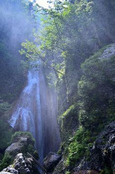 Sanbondaki, Nagano, Japan Countries To Visit, Places To Visit, Japan Countryside, Beautiful World, Beautiful Places, Sea Of Japan, Island Nations, Beautiful Waterfalls, Culture