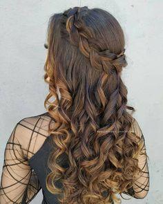 Semi preso romântico in 2020 Front Hair Styles, Medium Hair Styles, Curly Hair Styles, Quince Hairstyles, Formal Hairstyles, Saree Hairstyles, African Hairstyles, Headband Hairstyles, Box Braids Hairstyles For Black Women