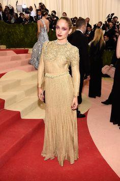 Jemima Kirke en robe Chanel sur-mesure