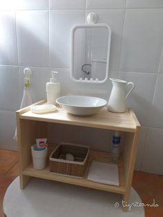 El baño es un lugar muy importante en Montessori, no en vano una de las partes de Vida práctica es Cuidado de si mismos y esto incluye todas las actividades de higiene, que lógicamente, se hacen en el baño. Es por eso que os recomiendo tener el baño adaptado para los peques. Si queréis ver …