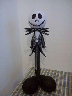 """Fofuboli en goma eva del personaje de Jack Skeletton de la pelicula """"Pesadilla antes de Navidad""""."""
