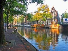 The picturesque canals - Things to  Do in Amsterdam - The Trusted Traveller