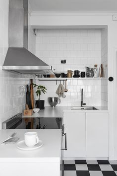 Modern Kitchen Ideas To Design Your Home Kitchen Dinning, New Kitchen, Kitchen Decor, Kitchen Ideas, Kitchen Shelves, Swedish Interiors, Cocinas Kitchen, Scandinavian Kitchen, Design Your Home