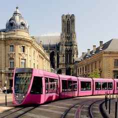 Le tramway et la cathédrale - Reims © Carmen Moya France 3, Visit France, Reims France, Reims Cathedral, Tramway, Trains, Bonde, Ardennes, Light Rail