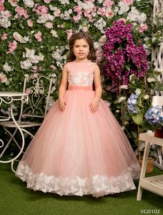 Two Shop Girls. Top Clothing Choices For A Stunning New Look. Are you searching for ways you can look more fashionable? Wedding Flower Girl Dresses, Little Girl Dresses, Flower Dresses, Blue Dresses, Wedding Gowns, Girls Dresses, Girl Fashion, Fashion Outfits, Ladies Fashion