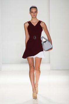 Victoria Beckham, Spring 2014 New York Fashion Week - Best Runway Looks London Fashion Weeks, Ny Fashion Week, New York Fashion, Fashion News, Runway Fashion, High Fashion, Fashion Show, Fashion Looks, Fashion Design