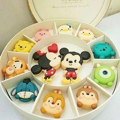 Image de disney, Cookies, and macaroons Disney Desserts, Cute Desserts, Disney Cakes, Disney Food, Disney Recipes, Cute Food, Yummy Food, Tsum Tsum Party, Comida Disney