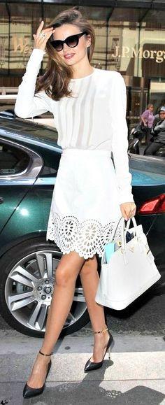 Me gusto la falda blanca con esa tira bordada....