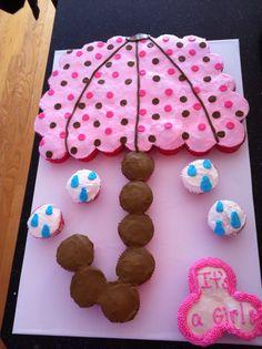 Baby shower cupcake cake - I like the umbrella design Pull Apart Cupcake Cake, Pull Apart Cake, Cake Pops, Baby Shower Cupcake Cake, Shower Cakes, Cute Cupcakes, Cupcake Cookies, Gourmet Cupcakes, Cupcake Cake Designs