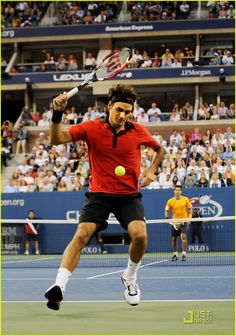 Roger Federer about to hit his amazing shot against Novak Djokovic in 2009 US Open semifinal.