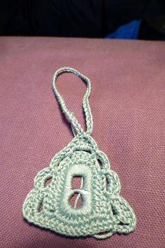 DIY – Juletræ af dåseclips – Lindas-netsted Pop Tab Crafts, Christmas Pops, Pop Tabs, Crochet Yarn, Crochet Projects, Crochet Earrings, Crochet Patterns, Knitting, How To Make