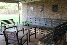 Use Wooden Pallets for Easy and Frugal Building Projects: Sassy Sparrow's Free Pallet Outdoor Patio Furniture Plan