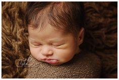 Albany newborn photo beautiful baby boy www.tuleafphotography.com #newbornphotographeralbany #albanybabyphotographer