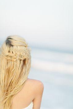 Beach bride. Photography: Debra Eby Photography - debraeby.com
