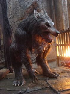 To portray William's death, Tatopoulos Studios created a practical extension of the suit, which was to be ripped apart for the Werewolf's gruesome demise at the hands of Michael Corvin. Description from monsterlegacy.wordpress.com. I searched for this on bing.com/images
