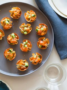 The entertaining experts at HGTV.com share some easy and delicious spring and summer party appetizer ideas.