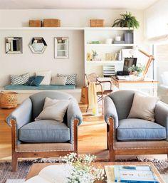 Salon con libreria y dos butacas tapizadas_00446974