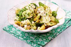 Unser beliebtes Rezept für Office-Kartoffelsalat mit leichtem Gurkendressing und Hüttenkäse-Tsatsiki und mehr als 55.000 weitere kostenlose Rezepte auf LECKER.de.
