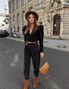 Cómo combinar un pantalón negro con estilo: 15 looks para inspirarte - Cómo combinar un pantalón negro con estilo: 15 looks para inspirarte Cómo combinar un pantalón negro con estilo: 15 looks para inspirarte Mode Outfits, Stylish Outfits, Fashion Outfits, Office Outfits, Office Wear, Spring Work Outfits, Casual Winter Outfits, Fall Outfits, Slouchy Outfit