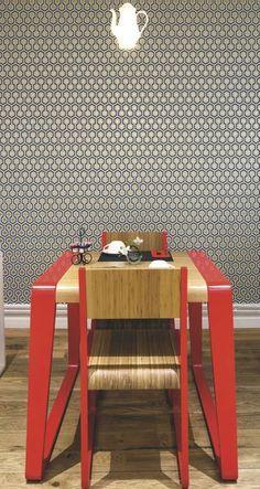 Table et chaises design dans cet hôtel, à Paris - Papier peint Hick's Hexagon by Cole & Son