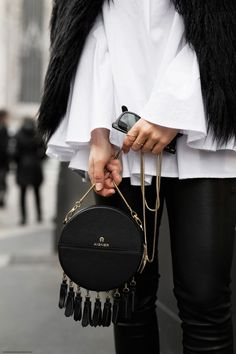 Bag | Fringes | Round | Streetstyle | More on Fashionchick.nl
