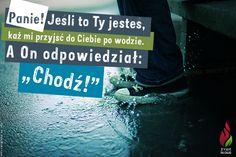 """Piotr rzekł: Panie! Jeśli to Ty jesteś, każ mi przyjść do Ciebie po wodzie.  A On odpowiedział: """"Chodź!"""". - Mt 14,28 -"""
