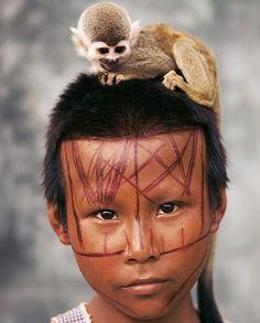 Niño de la tribu Nukak Maku, Colombia. Foto de Luca Zanetti.