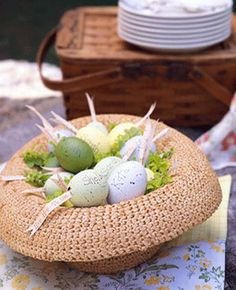 Get ideas for easy Easter decorating, including Easter centerpieces, Easter table settings and decorating tips for simple Easter eggs. Hoppy Easter, Easter Eggs, Easter Table, Easter Bunny, Diy Ostern, Easter Parade, Egg Decorating, Mellow Yellow, Easter Crafts
