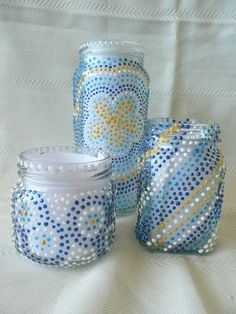 DIY: paint turns jars into a cute tea light holder, pencil holder, etc. Mason Jar Crafts, Bottle Crafts, Mason Jars, Crafts With Glass Jars, Diy Candles Easy, Recycled Jars, Recycled Gifts, Pot A Crayon, Diy Candle Holders