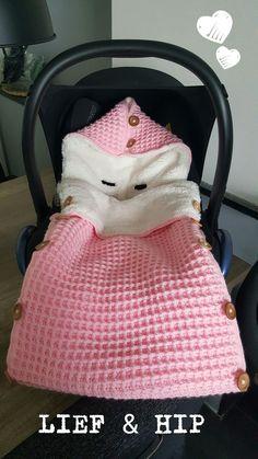 Footmuff waffle stitch, stylecraft dk, sweet and hip crochet Crochet Baby Clothes, Newborn Crochet, Knitted Baby Blankets, Baby Blanket Crochet, Baby Knitting Patterns, Baby Patterns, Baby Sleeping Bag Pattern, Baby Bunting Bag, Baby Warmer