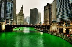Chicago. Green Shannon River by St. Patric's Day (Illinois, U.S.A.).