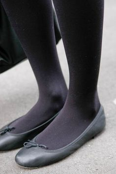Pantyhose Heels, Stockings Heels, Black Pantyhose, Black Tights, Flats Outfit, Tights Outfit, Cute Flats, Cute Shoes, Cute Tights