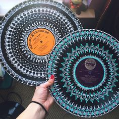 Mammals painted vinyl records for decorative wall artThis record is just getting better and better! I am sick as a dog today, so you're lucky I spared you the audio of this time lapse, which…Dot mandala on recordDot painting on an old record albu Vinyl Record Crafts, Vinyl Art, Vinyl Records, Decoration Tumblr, Draw Tutorial, Record Wall Art, Cd Wall Art, Vynil, Cd Art