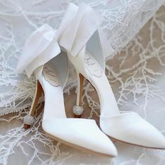 6 Beautiful Wedding Dress Trends in 2020 Pretty Shoes, Beautiful Shoes, Bridal Skirts, Wedding Dress Trends, Wedding Heels, Bride Shoes, Bridal Fashion Week, Wedding Website, Wedding Accessories