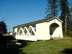 Closer view of Stayton covered bridge