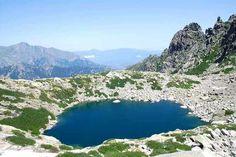 Corsica - Lacs Naturels-Le grand lac d'Oro (gran lavu d'Oru en corse), grand par opposition au petit lac d'Oru situé en contrebas, est un lac de Corse situé dans le massif du Monte d'Oru à 1 970 m d'altitude. Le petit lac d'Oro (picculu lavu d'Oru en corse) par opposition au grand lac d'Oru situé quelque 400 mètres plus haut, est un petit lac de Corse situé dans le massif du Monte d'Oro à 1 563 m d'altitude.