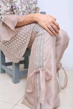 EID TRENDS Kurti Sleeves Design, Sleeves Designs For Dresses, Dress Neck Designs, Pakistani Fashion Casual, Pakistani Dresses Casual, Pakistani Dress Design, Stylish Dress Designs, Stylish Dresses, Nice Dresses