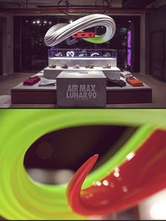 ManvsMachine also worked on printed store installations to explain the textures and technologies used in Nike's latest range of Air Max shoes. Nike Heels, Nike Tights, Nike Wedges, Nike Boots, Nike Shoes Cheap, Running Shoes Nike, Nike Design, Pos Design, Retail Design