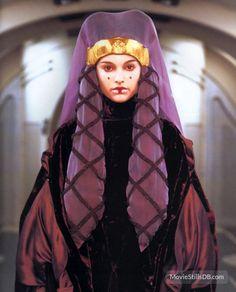 Queen Amidala - Padme Naberrie - Padme Amidala - Star Wars - Natalie Portman - the Phantom Menace Reina Amidala, Queen Amidala, Amidala Star Wars, Star Wars Padme, Anakin And Padme, Star Wars Canon, The Phantom Menace, Love Stars, Movie Costumes
