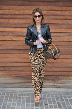 Discover and organize outfit ideas for your clothes. Decide your daily outfit with your wardrobe clothes, and discover the most inspiring personal style Leopard Print Outfits, Leopard Print Pants, Animal Print Outfits, Zara Fashion, Look Fashion, Winter Fashion, Casual Fall Outfits, Cool Outfits, Animal Print Jeans