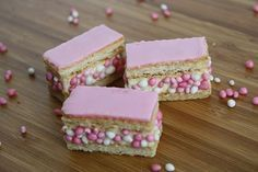 x inspiration - alternatives to Beschuit met Muisjes. - x inspiration – alternatives to Beschuit met Muisjes. Baby Kind, Baby Love, Little Presents, Baby Shower, Food Humor, Baby Party, High Tea, Diy Food, Kids Meals