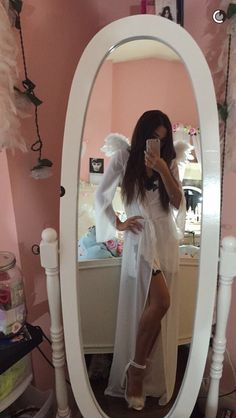 The white fur heels are perfect VS Angel costume. The w… VS Angel costume. The white fur heels are perfect VS Angel costume. The w…,makeup VS Angel costume. The white fur. Angel Halloween Costumes, Hallowen Costume, Halloween Inspo, Halloween Looks, Halloween Cosplay, Halloween Outfits, Fall Halloween, Halloween Makeup, Halloween Party