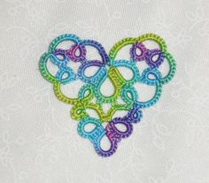 Seeing beautiful things like this makes me want to learn the art of tatting -- Le Blog de Frivole